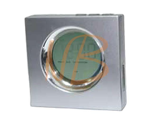 Relógio digital em plástico